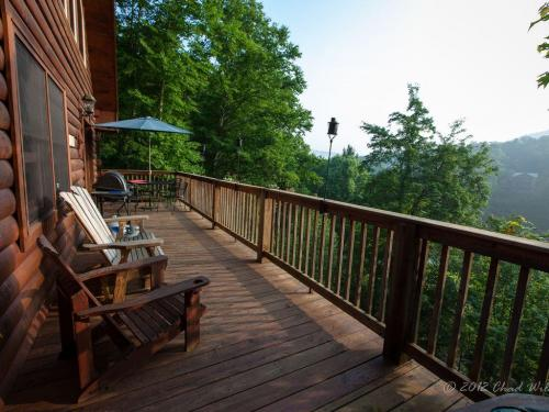 01 deck with mountain view